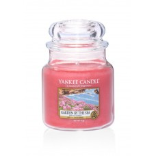 Свеча маленькая  в стеклянной банке Сад у моря  Garden by the sea 104гр / 25-45 часов 1533675E